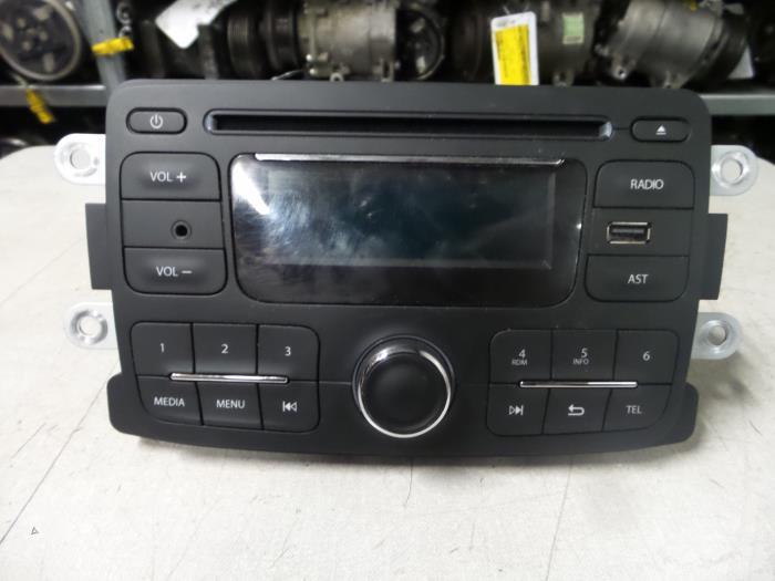 gebrauchte dacia duster radio cd spieler 281155216r bzj. Black Bedroom Furniture Sets. Home Design Ideas