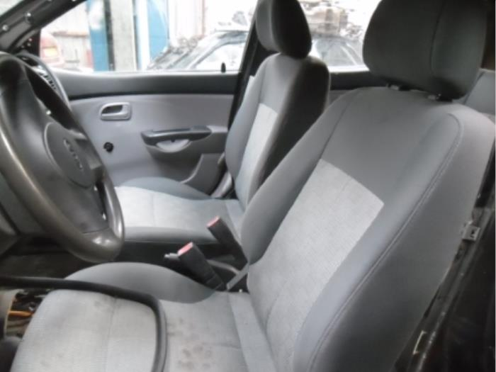 Headrest from a Kia Picanto (BA) 1.0 12V 2004