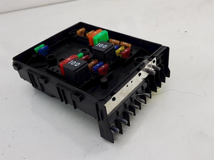 fuse box from a volkswagen golf vi (5k1) 1 2 tsi bluemotion 2012