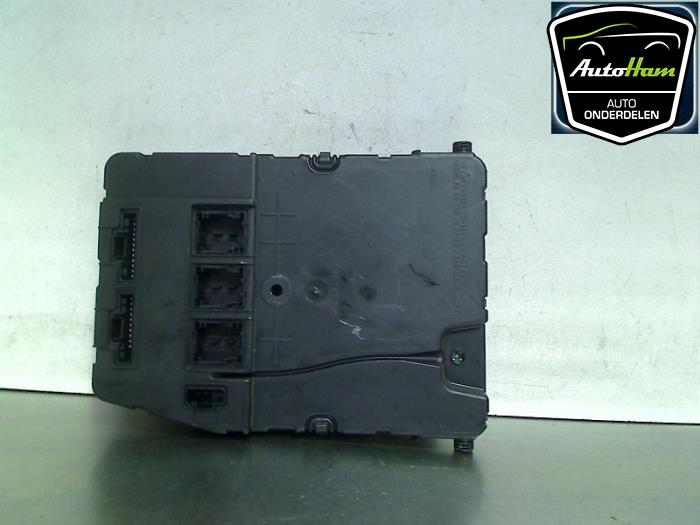 fuse box from a renault sc�nic ii (jm) 1 9 dci 115 2005