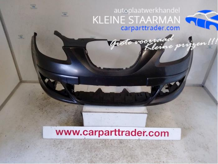 Front bumper from a Seat Altea (5P1)  2005