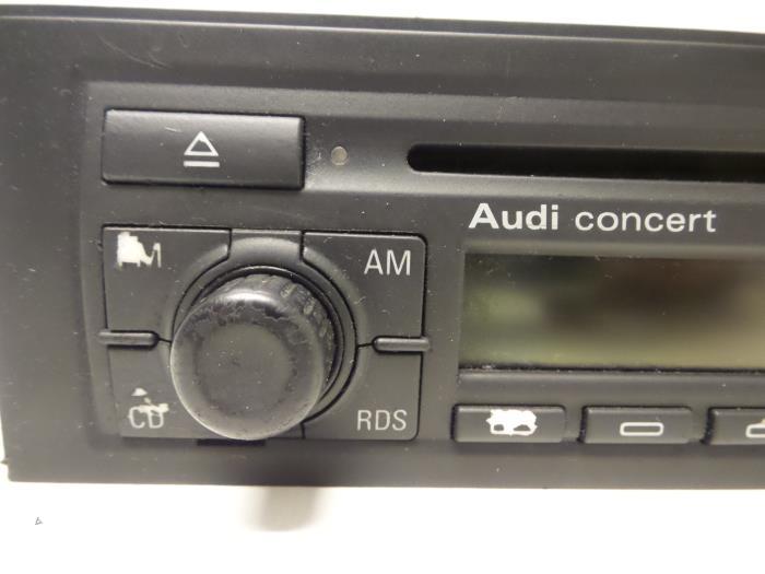 Used Audi A4 Avant (8E5) 2 5 TDI 24V Radio CD player
