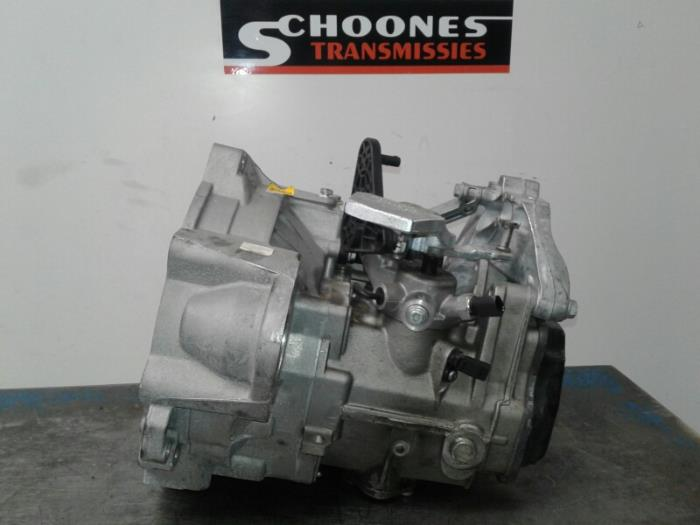 Gearbox from a Volkswagen Golf VII (AUA) 1.6 TDI BMT 16V 2017