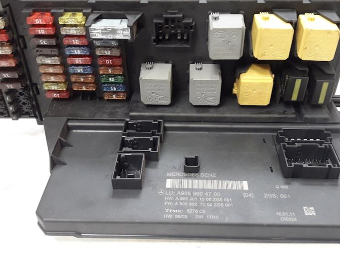 fuse box from a mercedes sprinter 3 5t (906 73) 313 cdi 16v 2011