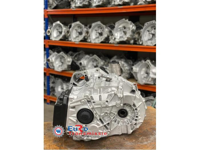Gearbox from a Volkswagen Transporter T6 2.0 TDI DRF 2015