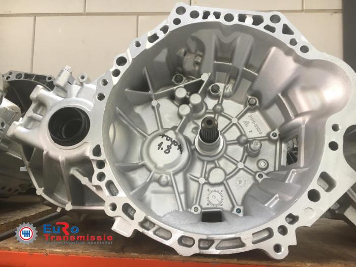 Gearbox from a Toyota Corolla Verso (R10/11) 1.8 16V VVT-i