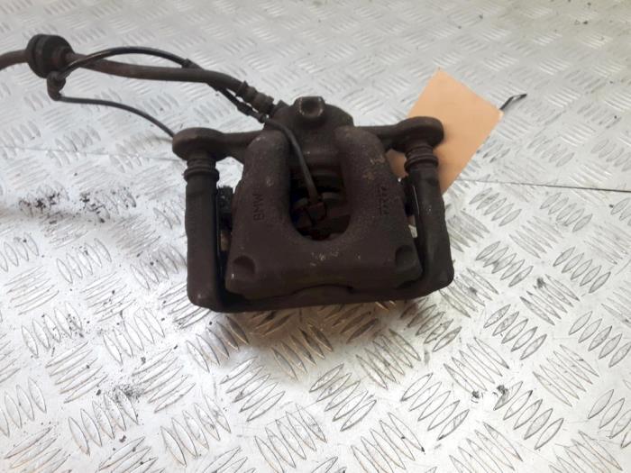 Front brake calliper, left from a BMW 1 serie (E87/87N) 118d 16V 2008