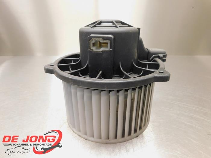 Heating and ventilation fan motor from a Hyundai i10 (F5) 1.1i 12V 2009