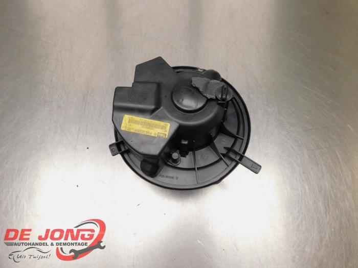 Heizung Belüftungsmotor van een Volkswagen Touran (1T1/T2) 2.0 TDI 16V 140 2004