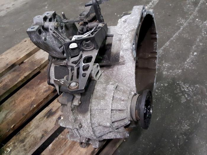 Used Volkswagen Golf V (1K1) 1 9 TDI Gearbox - JCR