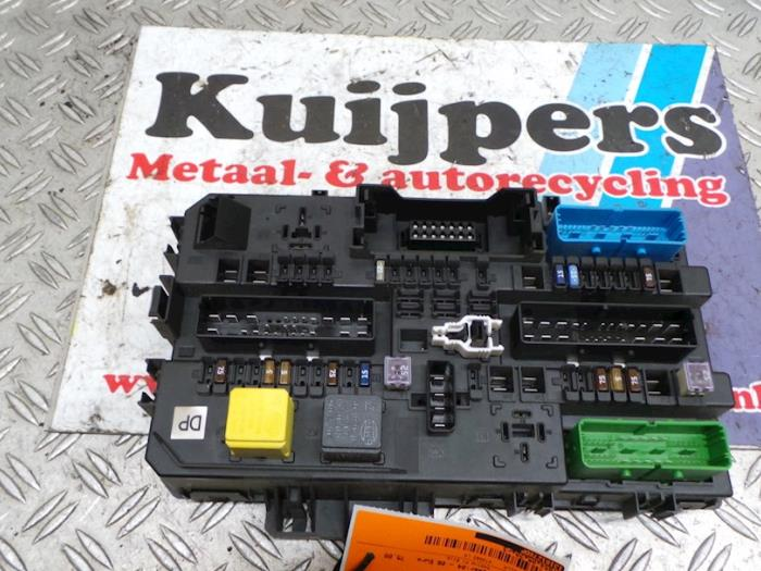 fuse box from a opel astra h sw (l35) 1 9 cdti 16v 120 2005