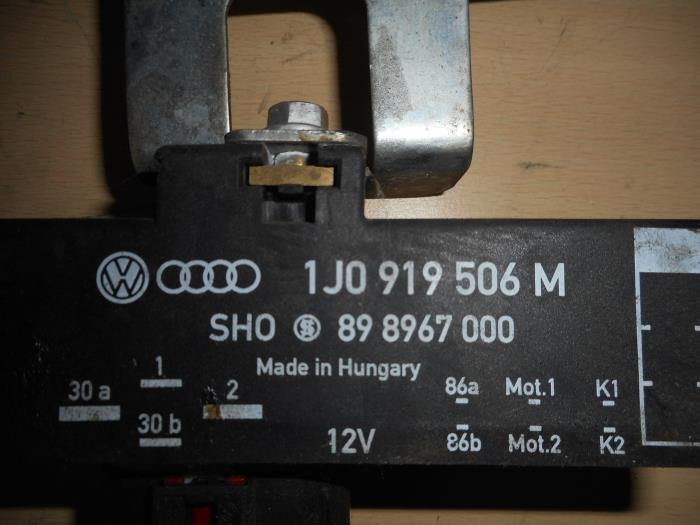 Used Volkswagen Polo (9N1/2/3) 1 4 TDI 70 Glow plug relay