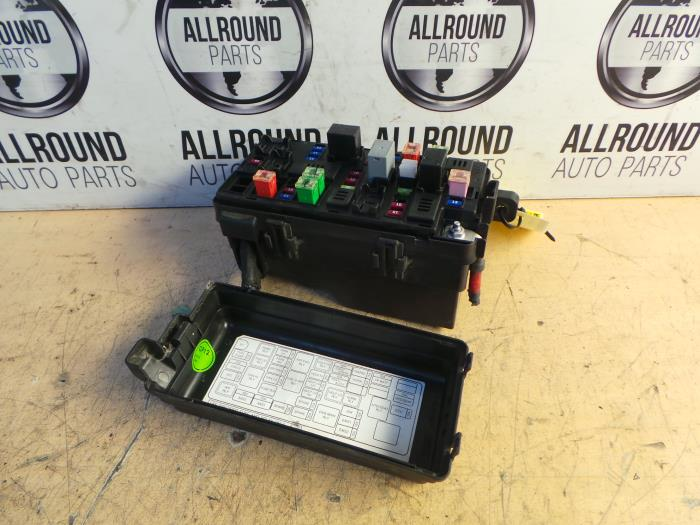 fuse box from a daewoo / chevrolet spark 1 0 16v 2010
