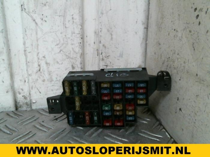 fuse box from a renault clio (b/c/s57/357/557