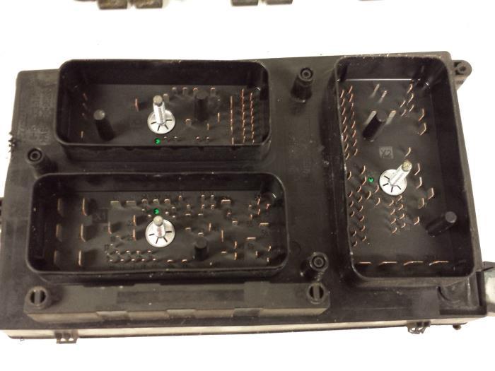 gebrauchte opel zafira m75 1 9 cdti sicherungskasten. Black Bedroom Furniture Sets. Home Design Ideas