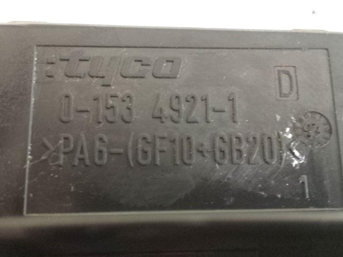 fuse box from a opel astra h (l48) 1 6 16v 2007