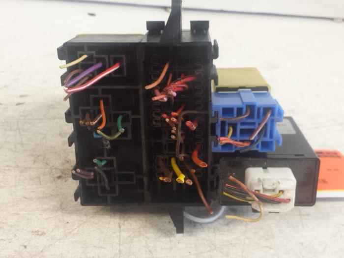 used chevrolet matiz spark 0 8 fuse box 96408390 autosloperij rh proxyparts com Blown Fuse in Breaker Box Old Breaker Box Fuses