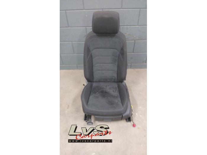 Fotel lewy z Volkswagen Tiguan (AD1) 1.4 TSI 16V 4Motion 2016