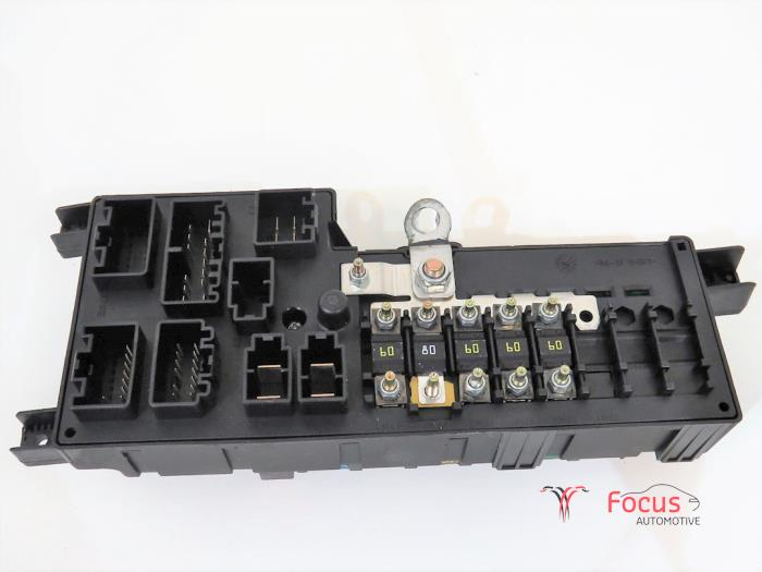 fuse box from a volvo xc90 i 2 4 d5 20v 2003