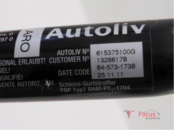 Gurtsrammer links van een Opel Corsa D 1.2 16V 2012