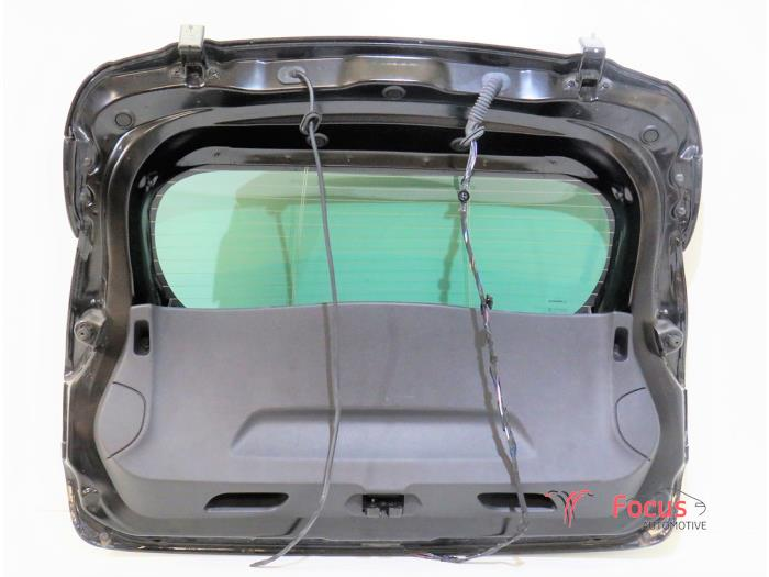 Tailgate from a Renault Clio IV (5R) 0.9 Energy TCE 12V GPL 2017