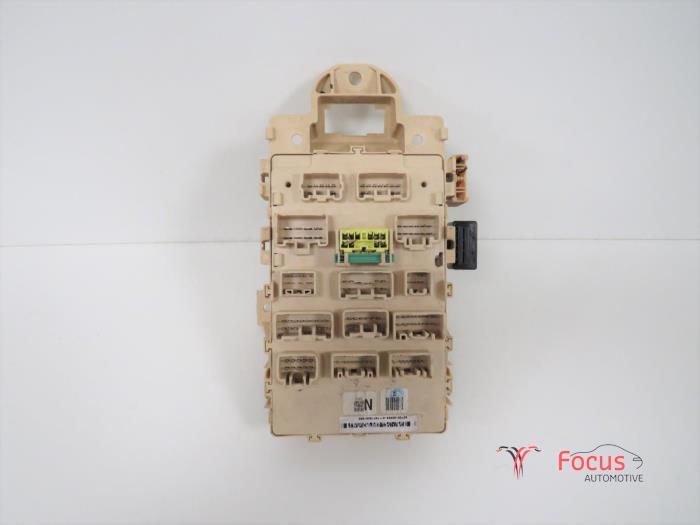 fuse box from a toyota yaris (p1) 1 3 16v vvt-i 2003