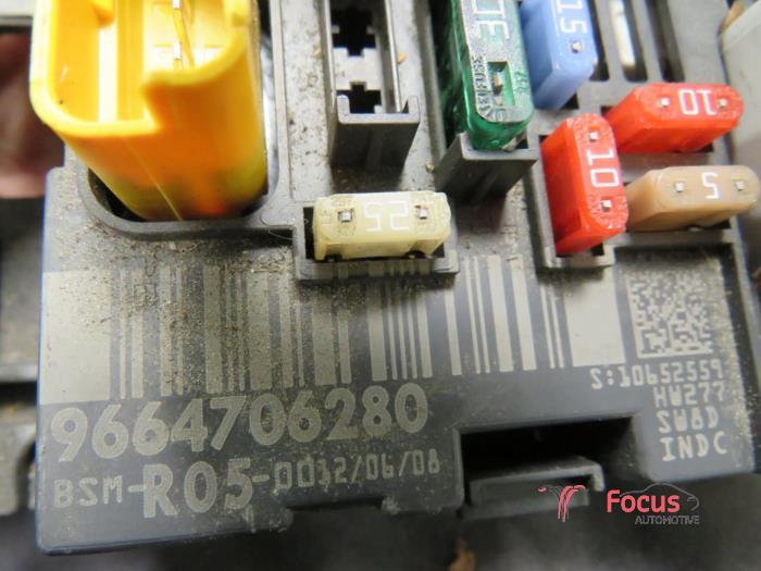 used citroen berlingo 1 6 hdi 75 16v phase 1 fuse box 9664706280 rh proxyparts com Circuit Breaker Electrical Panel