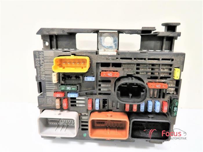 used citroen berlingo 1 6 hdi 75 16v phase 1 fuse box 9664706280 rh proxyparts com Breaker Box Fuse Box vs Breaker Box