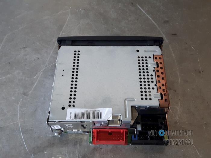 used renault clio iii (br/cr) 1.5 dci 85 radio - 8200205833