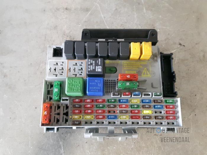 used opel zafira (f75) 1 6 16v fuse box 24412497 autodemontage saturn relay fuse box fuse box from a opel zafira (f75) 1 6 16v 2001