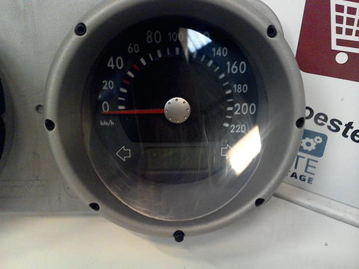 Used Volkswagen Polo (6N2) 1 4 16V 75 Instrument panel