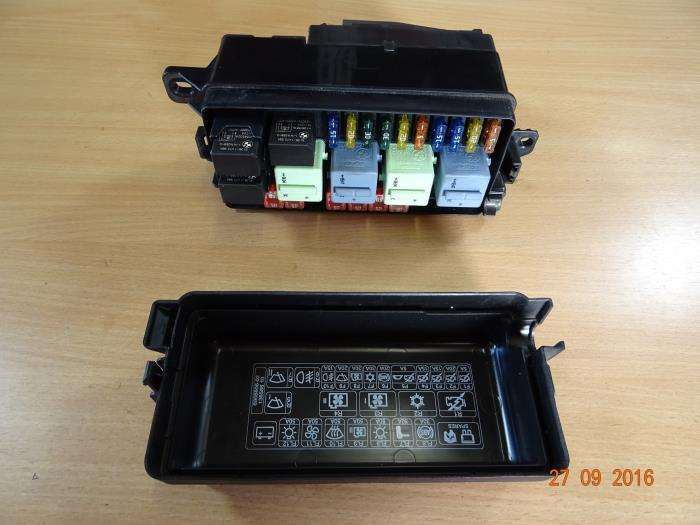 bf05583f 7a9d 4567 b6ed 4197315cd69b used mini cooper s fuse box 690660405 miniparts24 miniteile24