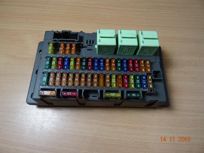 2004 mini cooper fuse box used mini cooper s fuse box 518030515es miniparts24  used mini cooper s fuse box