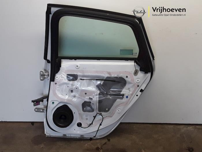 Rear door 4-door, right from a Opel Astra J (PC6/PD6/PE6/PF6) 1.6 16V Ecotec 2011