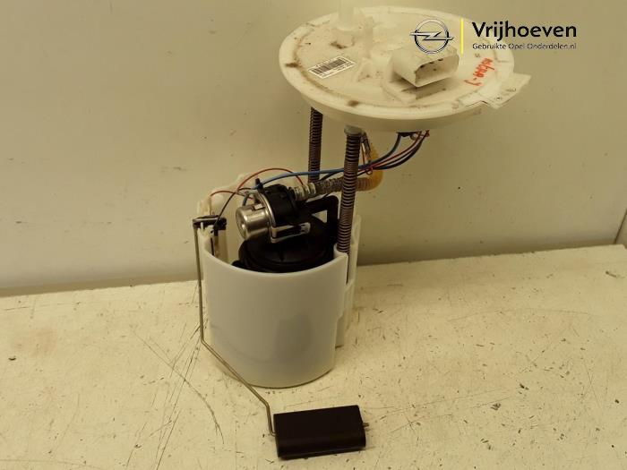 Electric fuel pump from a Opel Astra J (PC6/PD6/PE6/PF6) 1.6 16V Ecotec 2012