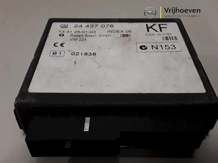 Central door locking module from a Opel Astra G (F08/48) 1.6 16V 2002