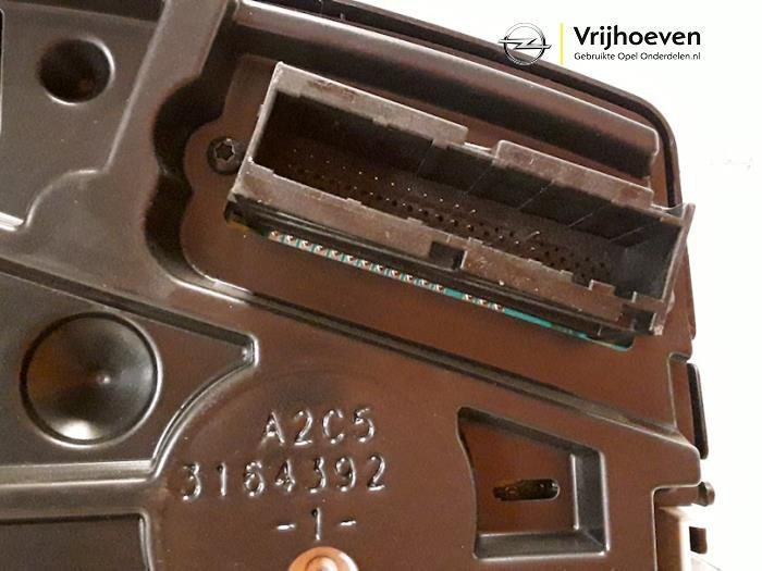 Panel de instrumentación de un Opel Astra H (L48) 1.3 CDTI 16V Ecotec 2006