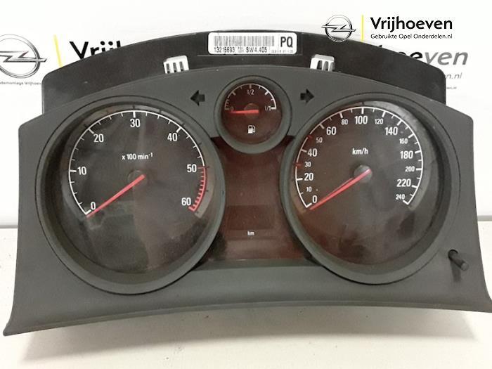 Panel de instrumentación de un Opel Astra H (L48) 1.3 CDTI 16V Ecotec 2005