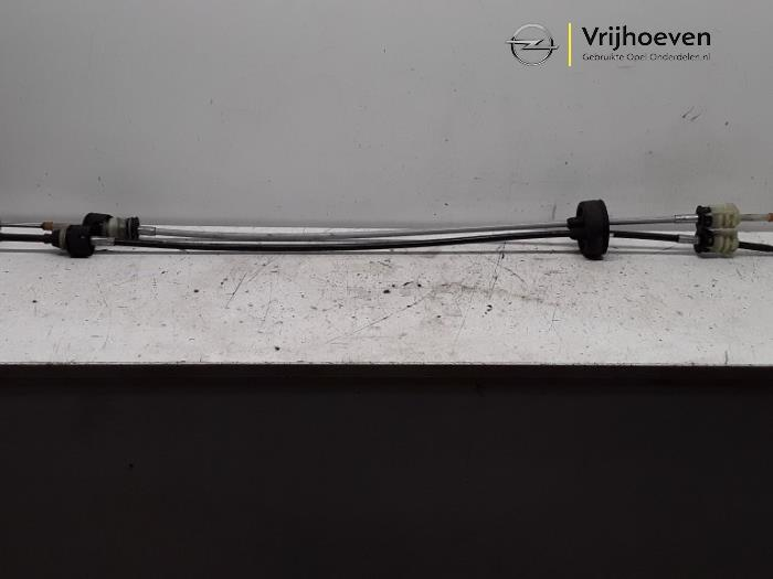 Gearbox shift cable from a Opel Astra H (L48) 1.3 CDTI 16V Ecotec 2007