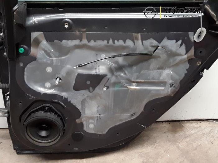 Portière 4portes arrière droite d'un Opel Astra J (PC6/PD6/PE6/PF6) 1.6 16V Ecotec 2010