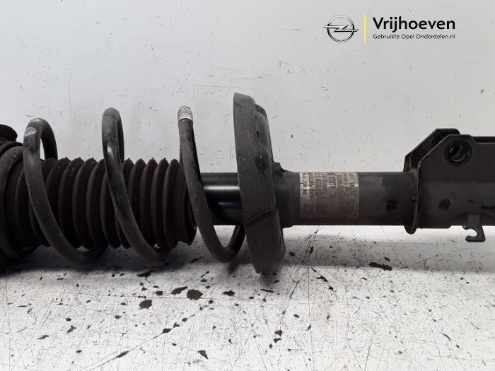 Fronts shock absorber, left from a Opel Astra K Sports Tourer 1.6 CDTI 110 16V 2017