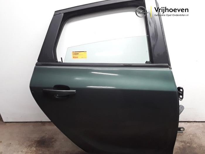 Rear door 4-door, right from a Opel Astra J (PC6/PD6/PE6/PF6) 1.6 16V 2011