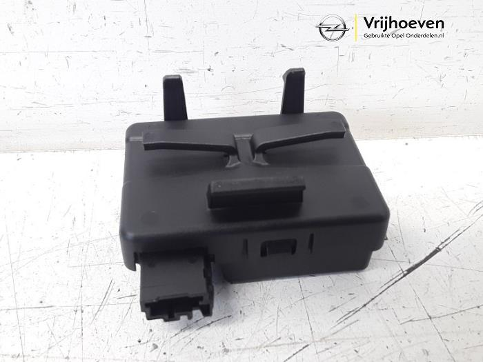 Central door locking module from a Opel Astra K Sports Tourer 1.4 Turbo 16V 2019