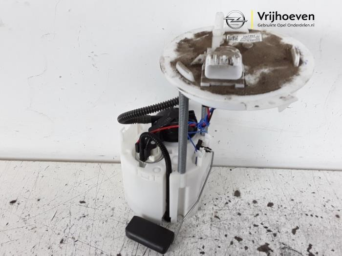 Electric fuel pump from a Opel Astra K 1.4 Turbo 16V 2017