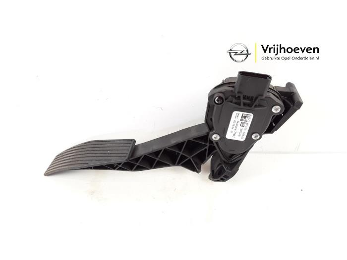 Accelerator pedal from a Opel Astra K 1.0 Turbo 12V 2016