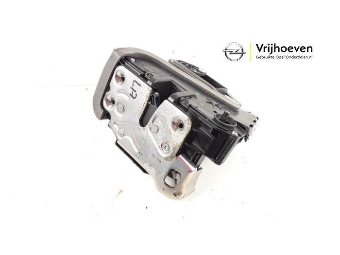 Rear door lock mechanism 4-door, left from a Opel Astra K Sports Tourer 1.4 Turbo 16V 2016