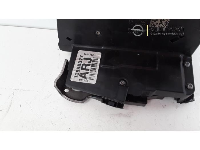 Rear door lock mechanism 4-door, left from a Opel Astra K Sports Tourer 1.4 16V 2017