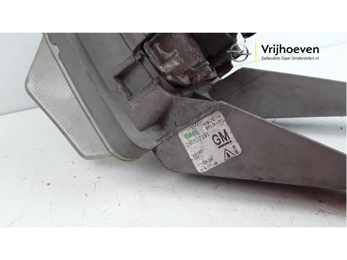 Feu antibrouillard avant droit d'un Opel Astra F (53B) 1.6i 1996
