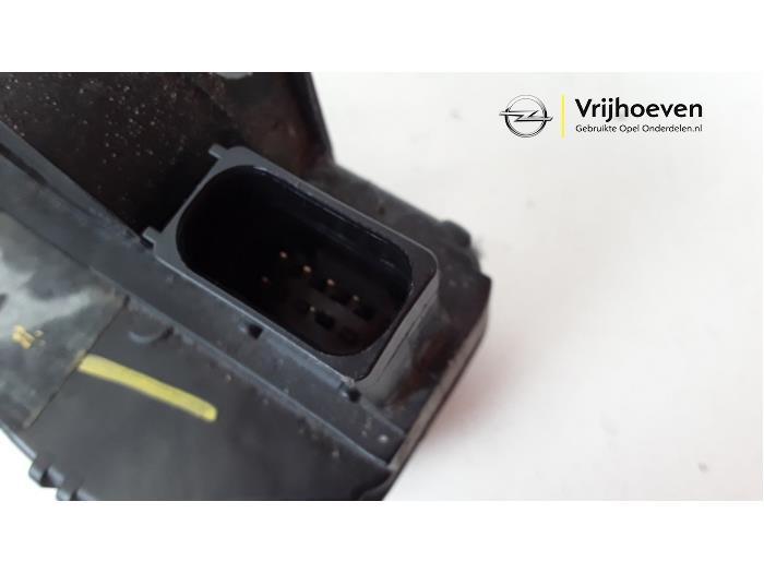 Rear door lock mechanism 4-door, left from a Opel Astra J Sports Tourer (PD8/PE8/PF8) 1.4 16V ecoFLEX 2011
