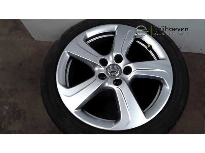 Juego de llantas y neumáticos de un Opel Corsa E 1.6 OPC Turbo 16V 2015